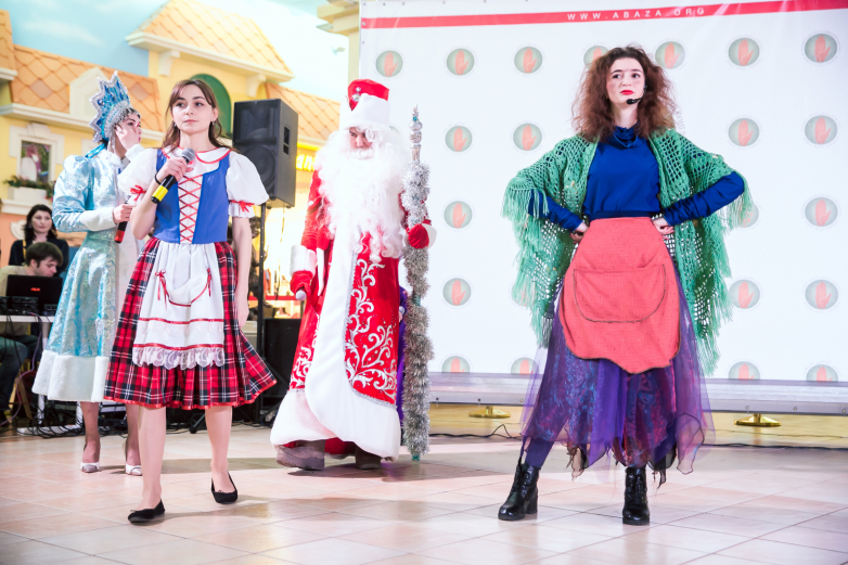 Katılımcılara Yeni Yıl tiyatro gösterileri sunuldu