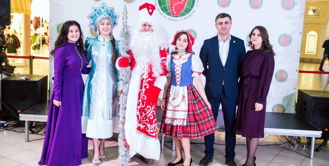 На фото: организаторы и участники Новогоднего праздника