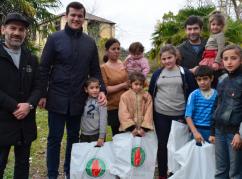 Комплекты зимней обуви раздали нуждающимся в Абхазии в канун Нового года