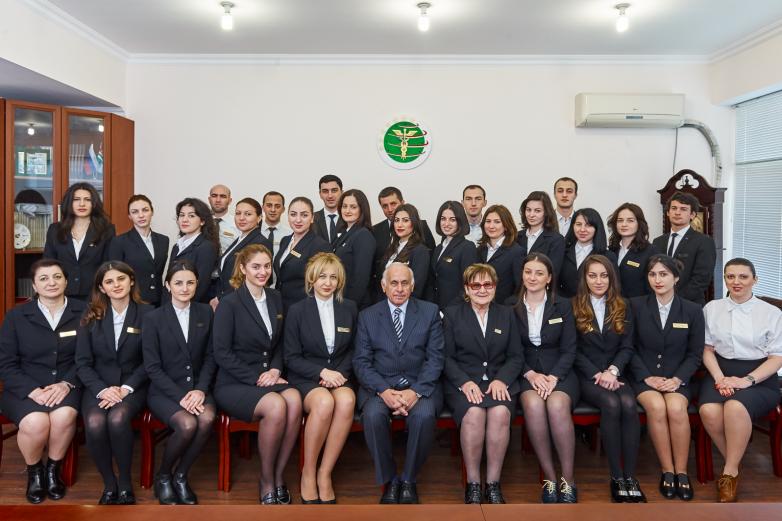 Геннадий Гагулия с коллективом Торгово-промышленной палаты Абхазии, 2016 год