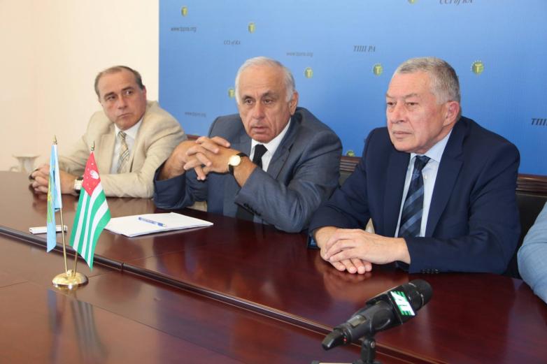 Во время пресс-конференции ТПП Абхазии, июль 2015 года