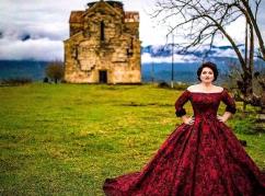 """""""Benim Abhazyam"""": Hibla Gerzmaa'nın yeni şarkısının klibi Abhazya'da çekildi"""