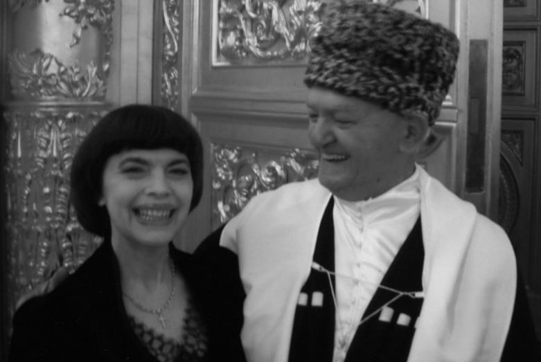 موشني لاسوريا والمغنية الفرنسية ميريل ماتيو