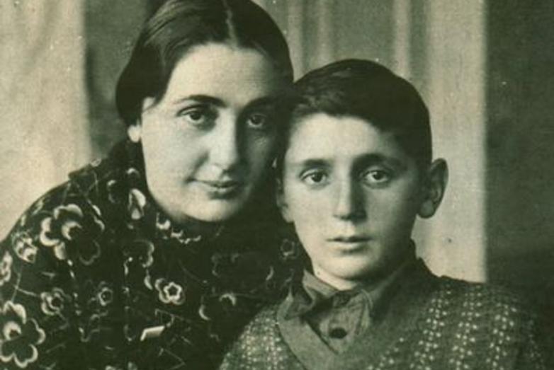 Sariya ve Rauf Lakoba. Tutuklanmadan bir yıl önce,oğlu ile son fotoğrafı