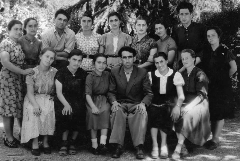 Участники литературного кружка при Сухумском государственном педагогическом училище. В центре – преподаватель П.Адзинба, 1957 год