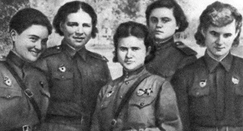 Мери Авидзба и девушки-летчицы