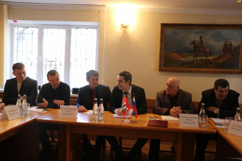 Абазинские общественные организации КЧР и КБР обсудили пути сотрудничества