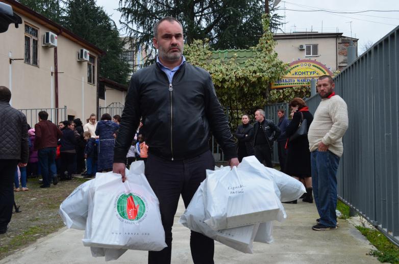Акция «Тепло души» продолжает работу: 383 детям раздали новую зимнюю одежду