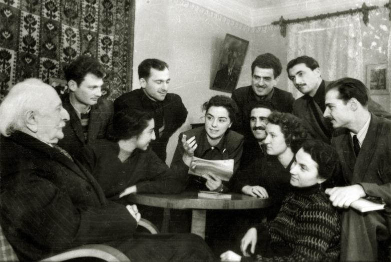 Дмитрий Гулиа с молодыми писателями