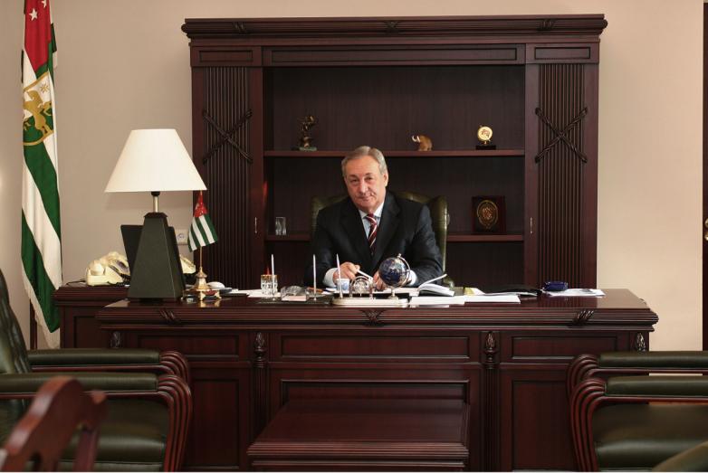 Президент Абхазии Сергей Багапш в рабочем кабинете