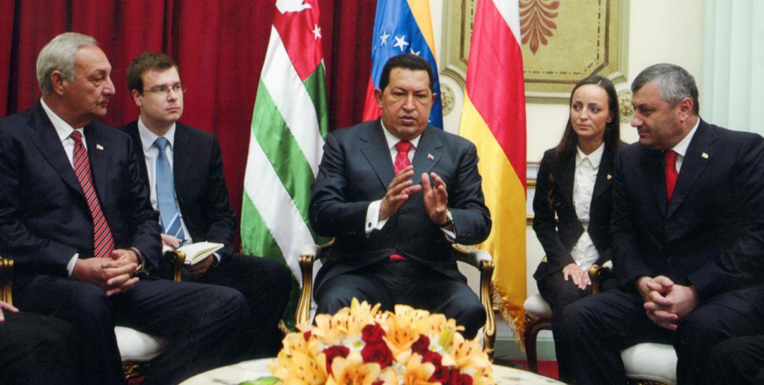 С президентом Венесуэлы Уго Чавесом и президентом Южной Осетиии Эдуардом Кокойты во время официально визита в Боливарианскую Республику Венесуэла