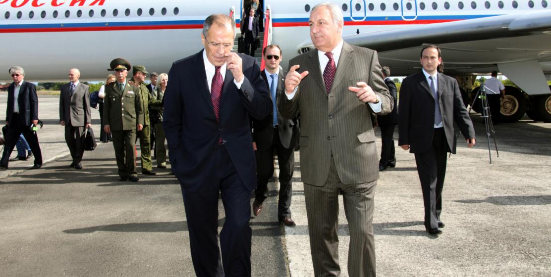 Встреча с министром иностранных дел России Сергеем Лавровым в ходе его визита в Абхазию в апреле 2011 года
