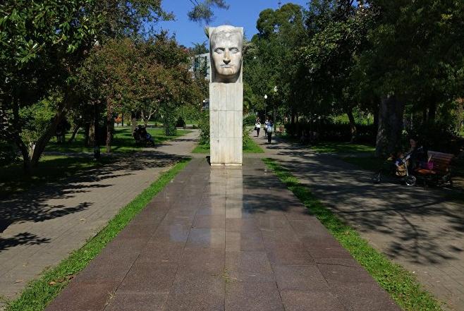 Памятник Ефрему Эшба в Сухуме 1973 год