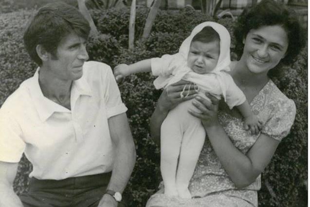 Таиф Аджба с дочерью Алисой и Ириной Когониа