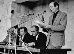 Vladimir Zantaria reads the Lykhny appeal of March 18, 1989