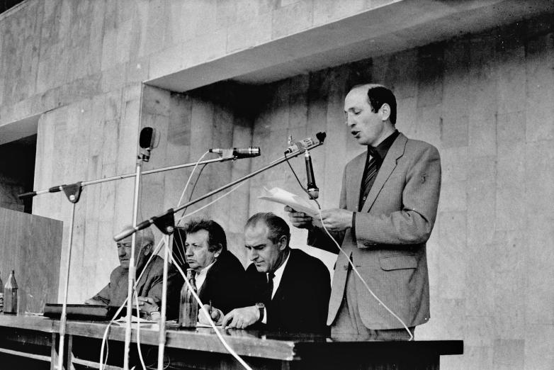 Владимир Зантария зачитывает Лыхненское обращение от 18 марта 1989 года