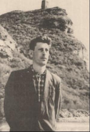 Молодой Юрий Калмыков в ауле Хабез у башни Адиюх, 1962 год