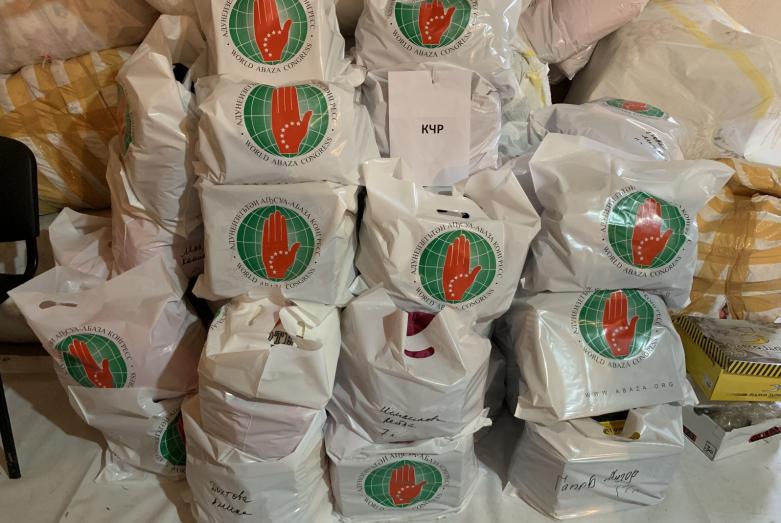 Вещи, предназначенные для отправки в КЧР в рамках акции «Тепло души»