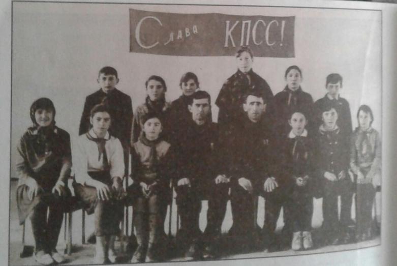 Курманби Балов с коллегой и учениками Кубинской школы