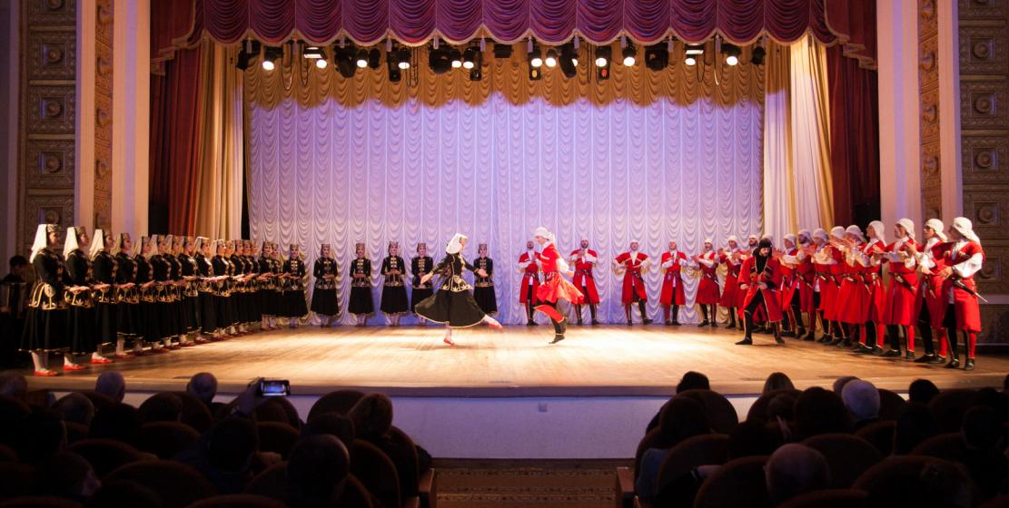Государственный академический ансамбль народного танца Адыгеи «Нальмэс» был создан в 1936 году. «Нальмэс» в переводе с адыгейского означает «алмаз»