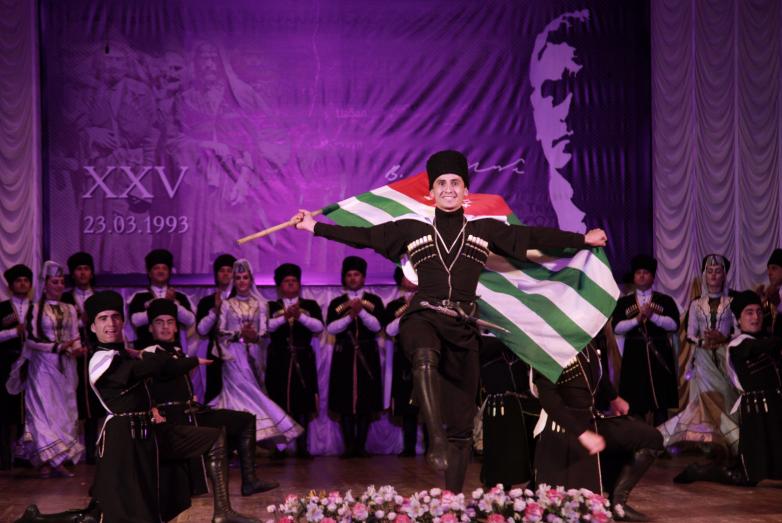 Праздничное мероприятие в честь 25-летия создания Государственного комитета Республики Абхазия по репатриации прошло в Абхазской государственной филармонии имени Раждена Гумба 23 Марта