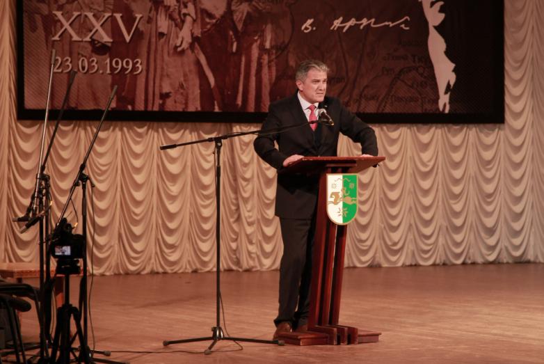Председатель Федерации абхазских культурных центров в Турции Атанур Акусба обратил внимание собравшихся на необходимость активно возвращать представителей диаспоры в Абхазию, интегрировать их в общество и помогать с изучением языка