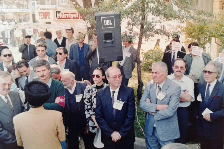 Ирфан Аргун на митинге в поддержку Абхазии, Стамбул, 1992 год