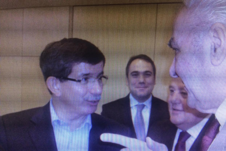 Ахмет Даут-оглы, министр иностранных дел, позднее премьер-министр Турции и Ирфан Аргун, за ним справа - Эрщан Аигба