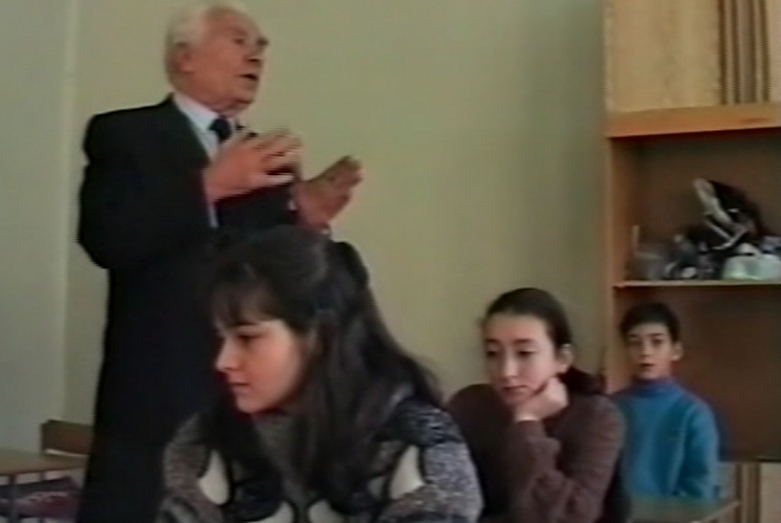 Nazir Egdza Moskova'daki Abazalara ders veriyor