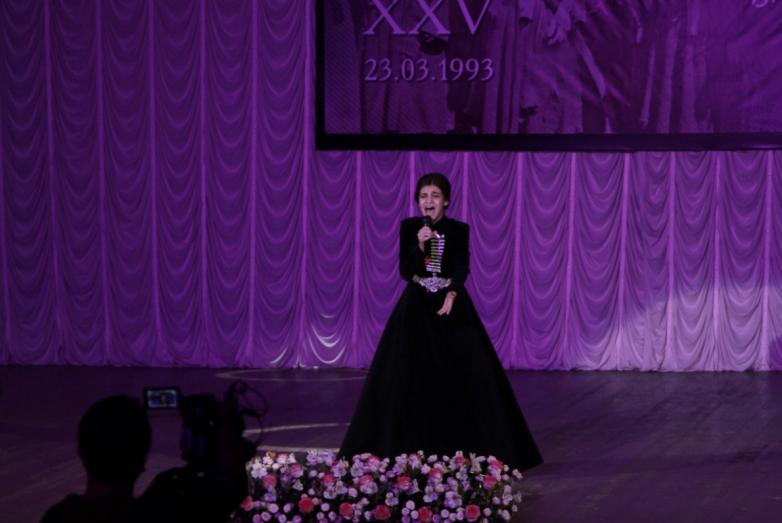 Валерия Адлейба, победительница конкурса «Ты супер» на канале НТВ, исполнила песню «Шьишь нани»