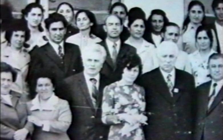 Nazir Egdza meslektaşları ile birlikte
