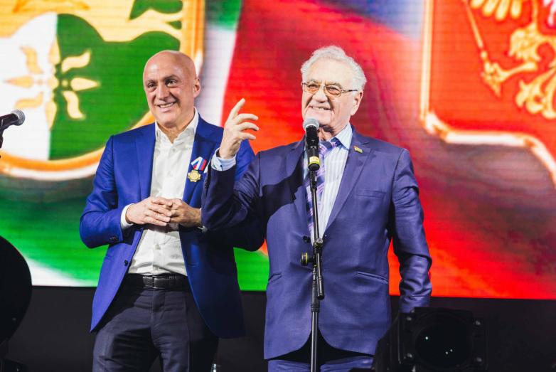 Открыл праздничный вечер в честь 60-летия организации абхазской диаспоры в Москве Тарас Миронович Шамба, стоявший у истоков организации первого абхазского землячества в 1958 году