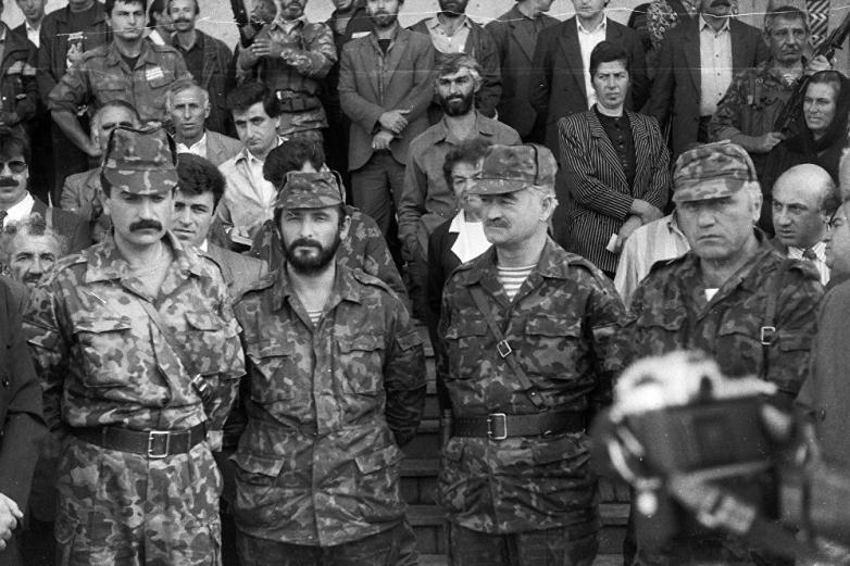 Владимир Аршба, Иса Арсамиков, Султан Сосналиев, Давид Пилия, на первом съезде абхазо-абазинского народа, Лыхны, октябрь 1992 года