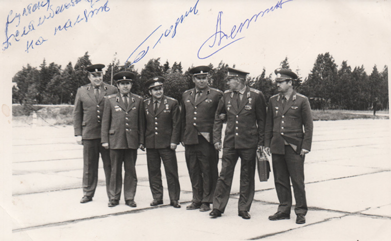 First on the right, Sultan Sosnaliev and members of the air regiment of the Georgy Zhukov Military Command Academy of Air Defense
