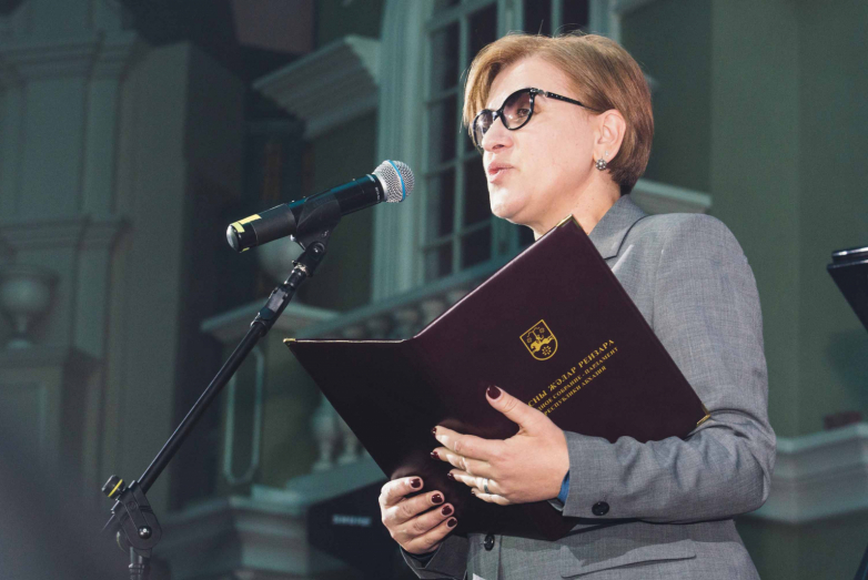 The deputy of the People's Assembly - the Parliament of Abkhazia Natalie Smyr read out a greeting to the representatives of the MAD on behalf of the Parliament of Abkhazia.
