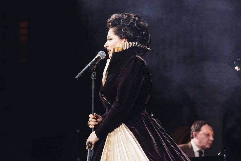 Прославленная абхазская и российская оперная певица Хибла Герзмава порадовала собравшихся своим выступлением
