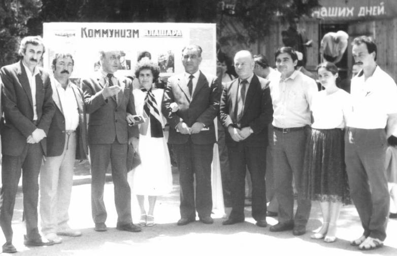 Керим Мхце с коллегами-журналистами