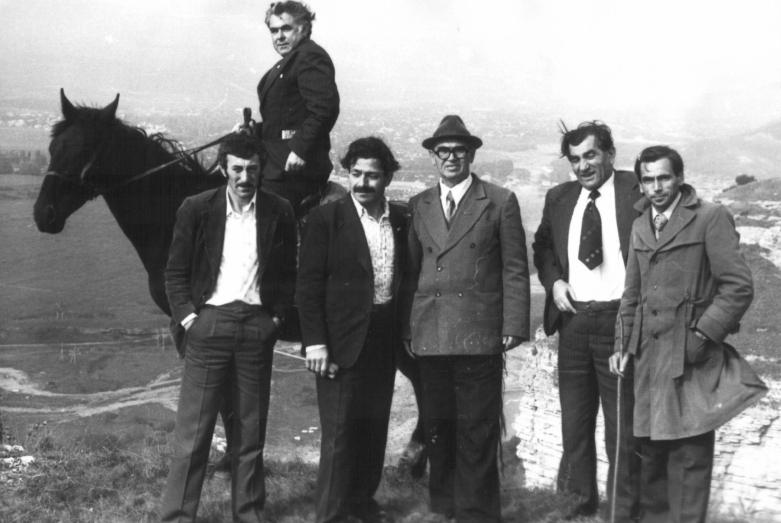 Керим Мхце в кругу абазинских писателей в районе Кайдуха