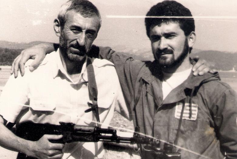 Керим Мхце и абазинский доброволец Хасин Накохов во время Отечественной войны народа Абхазии, 1992 год