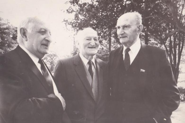 Баграт Шинкуба, Константин Шакрыл, Георгий Дзидзария, авторы письма в ЦК ВКП(б) от 25 февраля 1947 года. Сухум, апрель 1988 года
