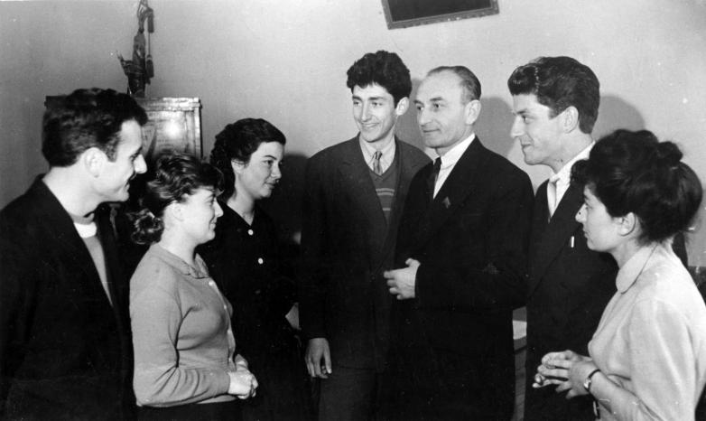 Ректор Георгий Дзидзария с группой студентов, 1961 год