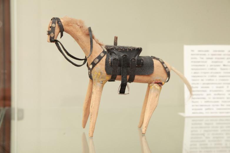 Абхазская народная игрушка – лошадь из дерева. Автор – Маска Куджба