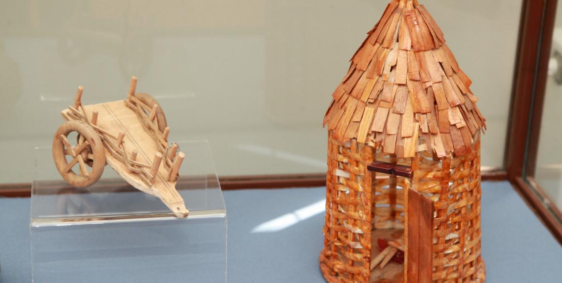 Домик-«круглоплетенка», изображающий самое древнее сооружение у абхазов