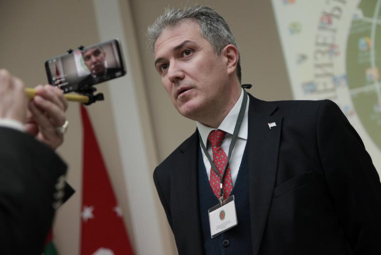 Председатель Федерации абхазских культурных центров в Турции Атанур Акусба призвал обратить особое внимание на то, что многие представители зарубежных диаспор теряют родной язык, культуру, а значит и национальное самосознание.