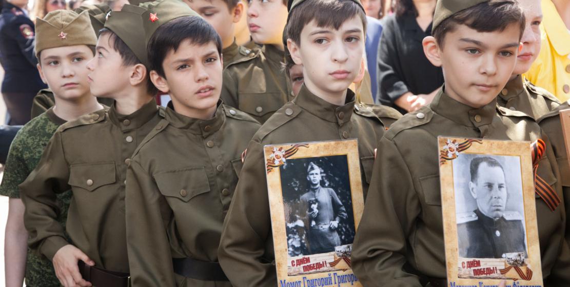 Юные участники акции «Бессмертный полк»