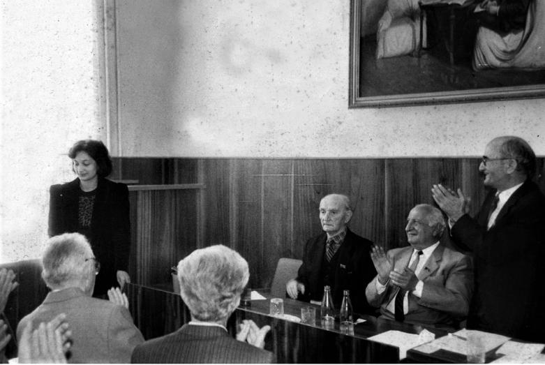 Научная сессия. За столом: Георгий Дзидзария, Баграт Шинкуба и Шалва Инал-ипа, слева – внучка Баграта Гунда Микаа, 1980-е годы