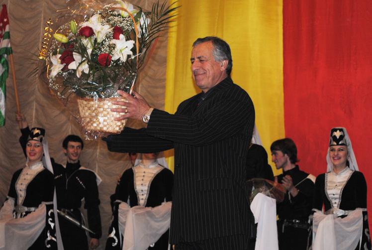 Государственный Ансамбль народного танца Республики Абхазия «Кавказ» и художественный руководитель Кандид Тарба