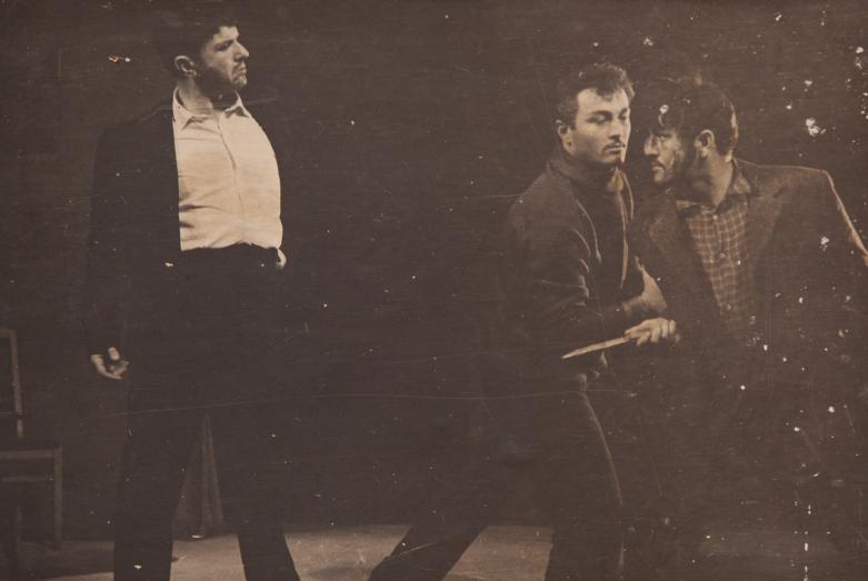 Шарах Пачалиа (слева), сцена из спектакля.Фото публикуется впервые