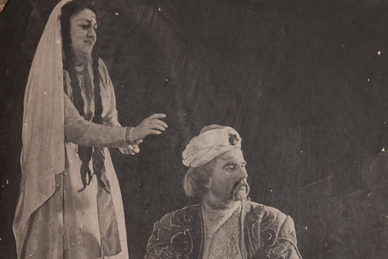 Сцена из спектакля Александра Сумбаташвили-Южина «Измена». На фото: Марица и Шарах Пачалиа. Фото публикуется впервые