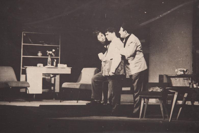 Шарах Пачалиа в роли Ахмета в спектакле Назыма Хикмета «Чудак», постановка Николая Чиковани. На фото: Этери Когония и Шарах Пачалиа. Фото публикуется впервые